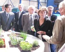 Visite de Mme Michèle Delaunay dans l'usine de fabrication
