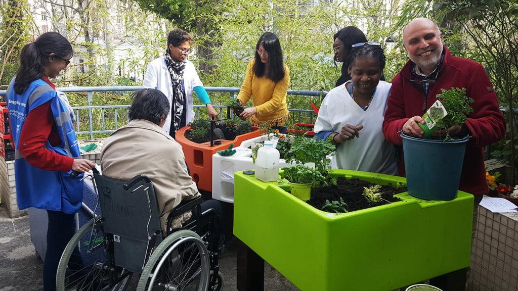 association Nour accompagne le jardinage à l'hopital chardon lagache