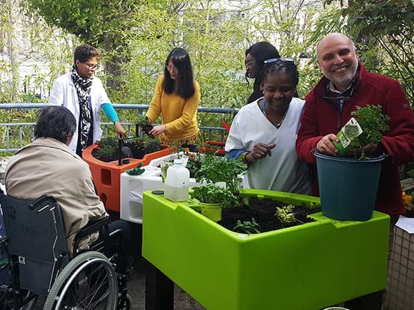 Association Nour accompagne le jardinage thérapeutique à l'hôpital Chardon-Lagache 2019