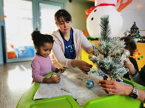 atelier manuel pour décorer le jardin de Noel et Nouvel an à la crèche Pollux