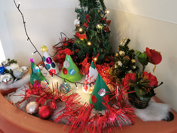 coin de sapins Noël dans la résidence USLD