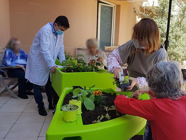 jardinage à l'Orpéa de Vinci pendant le confinement 2020