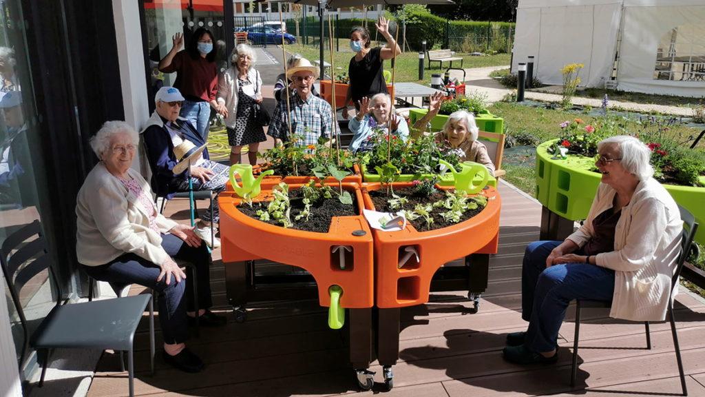 durant le confinement le jardinage à l'Ehpad Simone Veil juin 2020