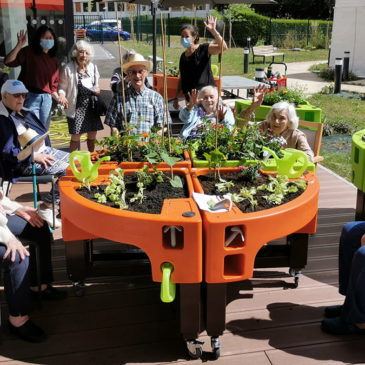 Pendant le confinement, grand succès du jardin thérapeutique à l'Ehpad Simone Veil (91)