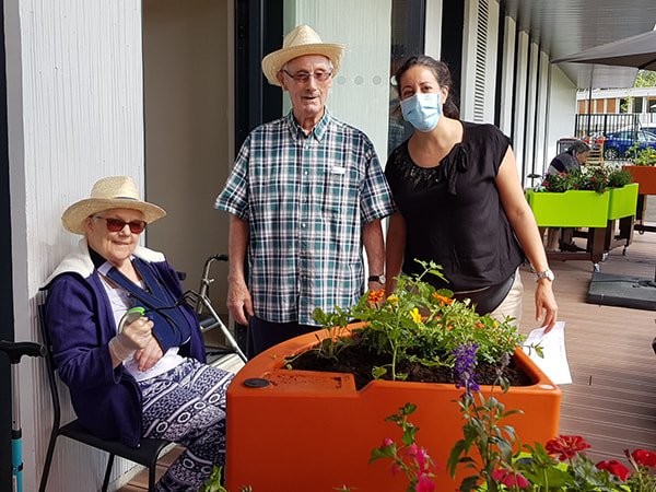 Bonne équipe de jardinage se forme à l'ehpad Simone Veil pendant le confinement