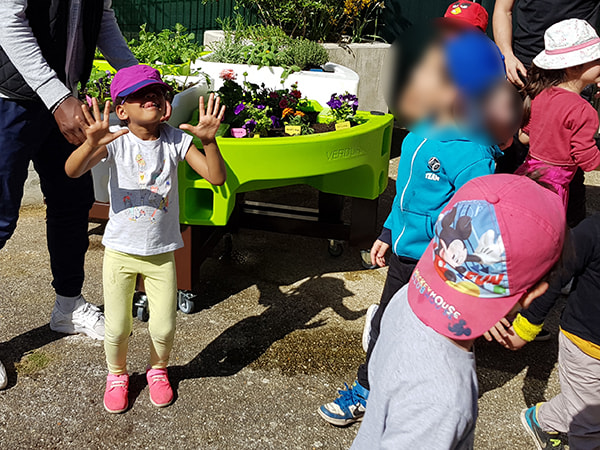 on apprend et on s'amuse au jardinage intergenerationel 2018